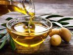 tekstur-olive-oil-yang-kental-membantu-melepaskan-duri-ikan-yang-nyangkut-di-tenggorokan.jpg