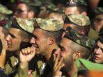 tentara-israel-menangis_20180611_073424.jpg
