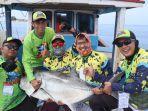 tim-pemancing-buntal-minggu-2832021-ketika-menunjukan-ikan-jenis-kuwe-seberat-316-kg.jpg
