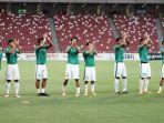 timnas-u-23-indonesia-memasuki-stadion-nasional-singapura_20180321_213039.jpg