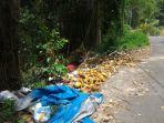 tumpukan-sampah-di-sekitaran-bukit-golf-girimaya-pangkalpinang_20180607_161055.jpg