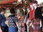 wisatawan-indonesia-berbelanja.jpg
