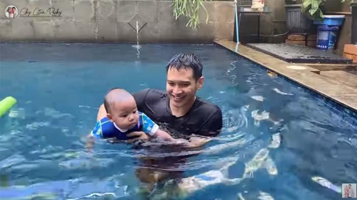 Citra Kirana Panik Rekam Bayinya Tenggelam di Kolam Renang, Rezky Adhitya Malah Ketagihan