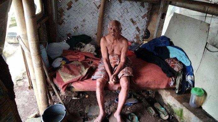 Abah Sarji Pria Usia 102 Tahun, Pilih Tinggal di Pemakaman untuk Tebus Dosa