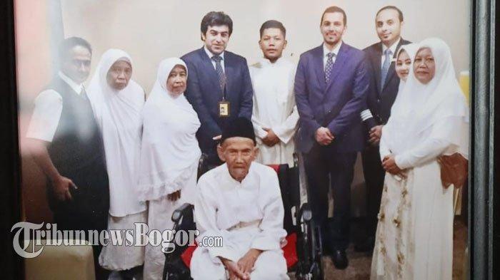 Berangkat Ibadah Haji di Usia Senja, Abah Uhi Dapat Fasilitas VIP dan Dikawal Petugas