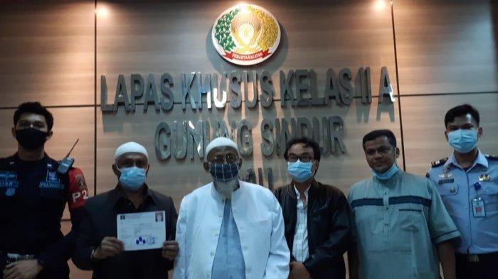 Resmi Bebas, Abu Bakar Baasyir Dikawal Densus 88 dan BNPT Pulang ke Sukoharjo