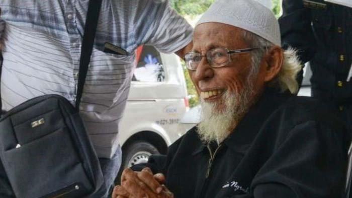 Abu Bakar Baasyir Bebas dari Lapas Gunung Sindur, Kini dalam Perjalanan ke Solo