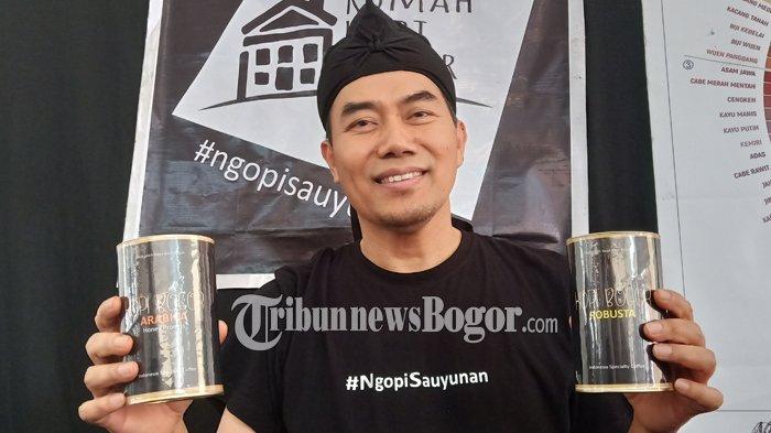 Ada dua jenis kopi kemasan kaleng di Rumah Kopi Bogor, yakni robusta dan arabika dari Gunung Arca, Sukamakmur, Kabupaten Bogor.