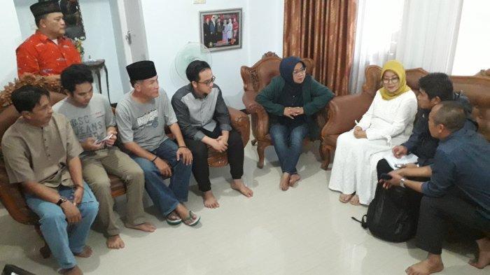 Kunjungi Mahasiswa yang Dipulangkan dari Wuhan, Bupati Bogor : Masyarakat Jangan Khawatir