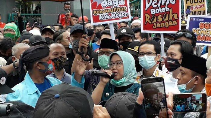 Bupati Bogor Ade Yasin Turun Temui Buruh Pendemo dan Nyatakan Dukungan Tolak Omnibus Law
