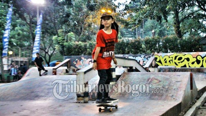 Skater Cilik Bertopi Ini Curi Perhatian Pengunjung Taman Sempur, Lihat Aksi Ekstremnya