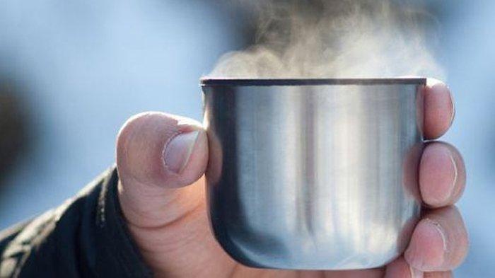 Benarkah Minum Air Hangat saat Sahur dan Berbuka Puasa Bisa Bikin Langsing? Ini Penjelasannya