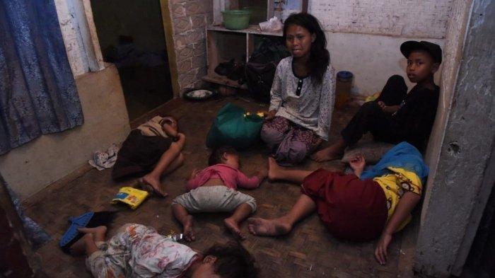 Sudah Terima 6 Bantuan dari Pemerintah, Wanita Ini Tetap Ajak 4 Anaknya Jalan Kaki Agar Dapat Lagi