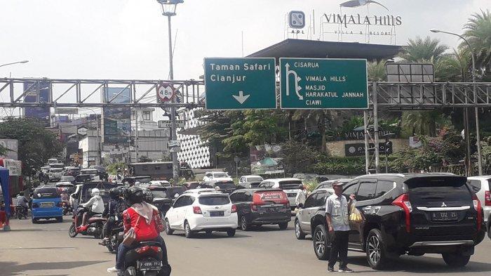 Tak Ada Penyekatan, Lalu Lintas di Simpang Gadog Puncak Padat Merayap