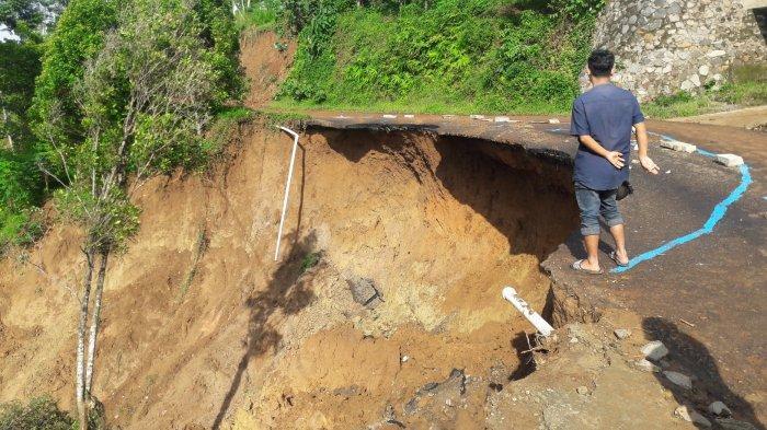 Lokasi Bencana Desa Sukajaya Bogor, Jalanan Terjal Tertutup Longsor dan Amblas