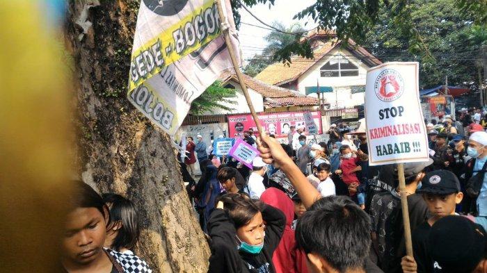 Sempat Datangi Balaikota Bogor, Simpatisan Habib Rizieq Shihab Gelar Aksi di Depan Kantor DPRD