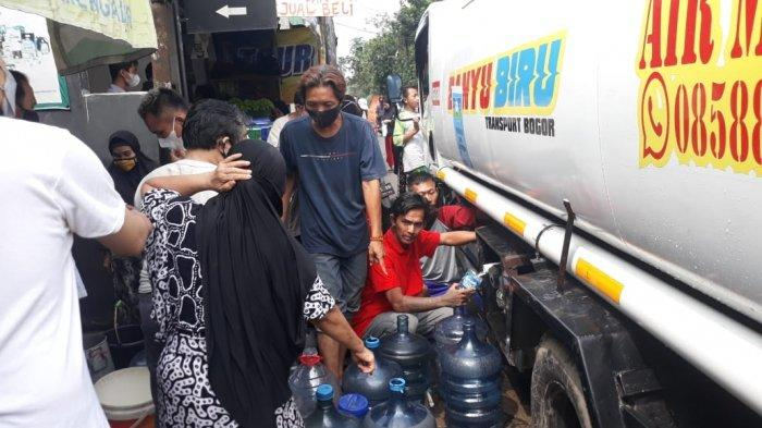 Al-Irsyad Rescue Bogor Salurkan Bantuan Air Mineral Moya Water Untuk Warga Empang yang Krisis Air