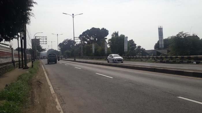 Lalu Lintas Kendaraan di Jalan Raya Jakarta-Bogor Kawasan Sukaraja Kamis Pagi Ini Ramai Lancar
