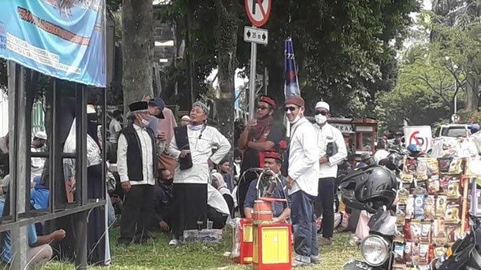 Sejumlah Massa Alumni 212 Ramai-Ramai Mendatangi Kejari Kabupaten Bogor
