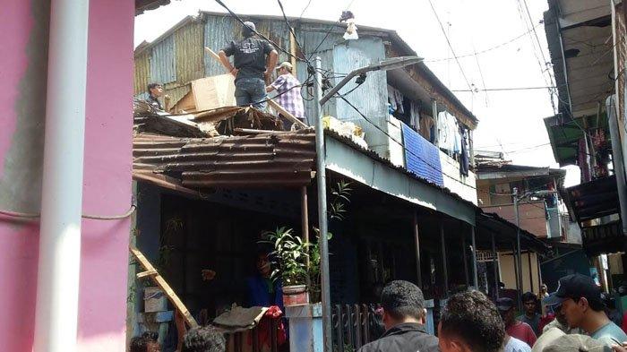 Rumah Warga di Babakan Pasar Bogor Ambruk, Lansia 95 Tahun Selamat