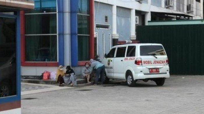 Kisah Pilu di Balik Ambulans Masuk Kantor Gubernur Kaltim, Siti Kesal Kakaknya Ditolak 5 Rumah Sakit