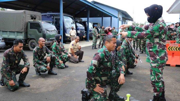 Naik Pangkat, Anggota TNI AU dan PNS Mandi Kembang