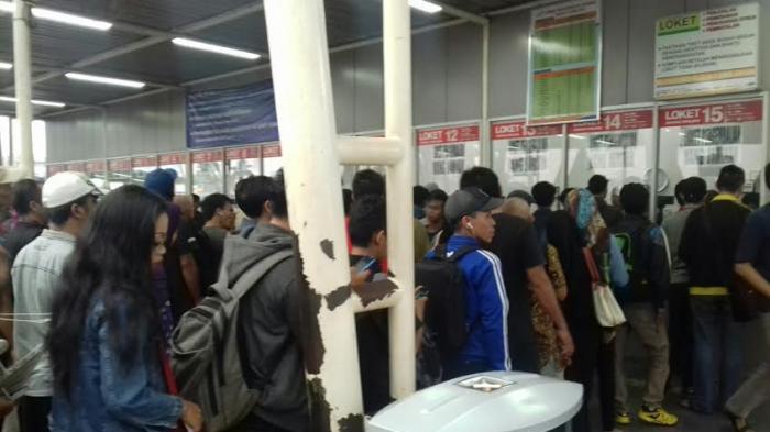 Penumpang Ogah Ambil Uang Kembalian Tiket KRL Commuter