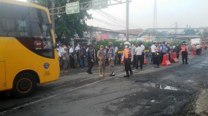 Hindari Antrean di Stasiun Bogor, Penumpang KRL Beralih ke Bus Bantuan