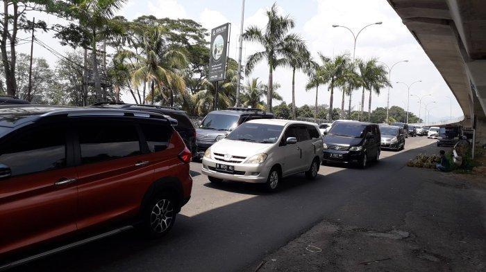 INFO LALIN: Terjadi Antrean Kendaraan di Simpang Sentul Selatan Bogor, Didominasi Arah Jakarta
