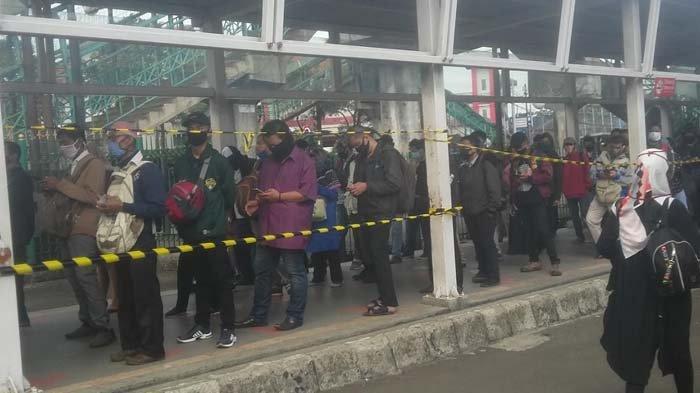 Antrean di Stasiun Bogor Mengular Panjang, Penumpang Ibu-ibu Harus Antre Satu Jam Lebih