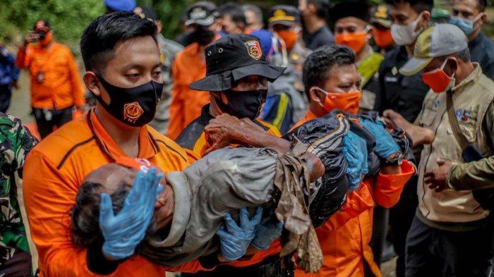 Wali Kota Bogor, Bima Arya memimpin lansung apel dan simulasi bencana banjir dan longsor di Kampung Bebek RT 02/10, Kelurahan Kedunghalang, Kecamatan Bogor Utara, Kamis (8/4/2021).