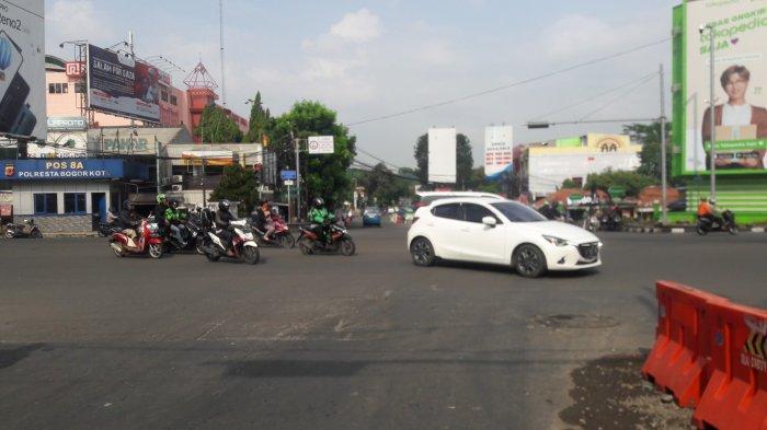 Arus Lalu Lintas Kendaraan di Simpang Warung Jambu Pagi Ini Ramai Lancar