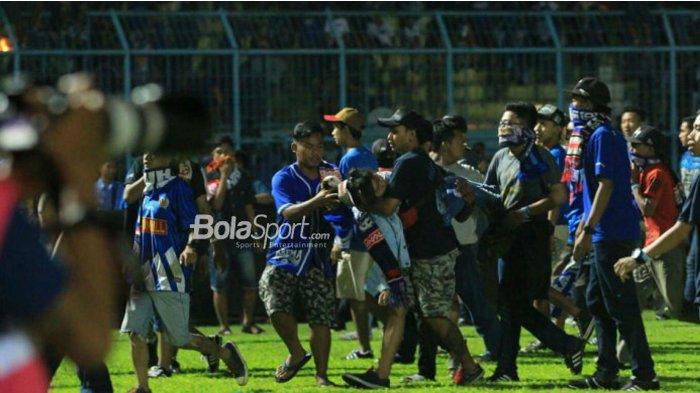 Aremania Meninggal Dunia Usai Terinjak-Injak Saat Rusuh Pertandingan Arema FC Vs Persib Bandung