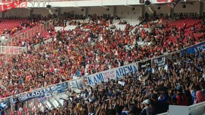 Dirigen Aremania Pingsan saat Laga Persija Vs Arema FC di SUGBK