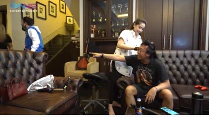 Rambutnya Dicurly Nagita, Ari Lasso Kesal Lihat Raffi Ahmad Hasut Anaknya: Jangan Permalukan Aku !