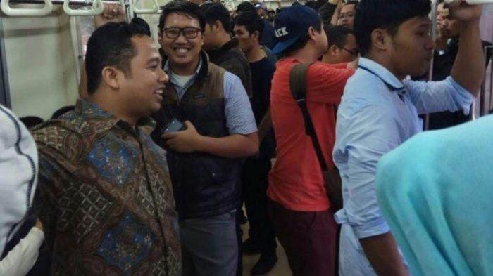 Ogah Kena Macet, Wali Kota Tangerang Pilih Naik Commuter Line