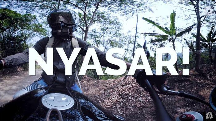 Ariel Noah Nyasar Sendirian saat Naik Motor di Jalanan Desa, Justru Girang Karena Temukan Hal Ini