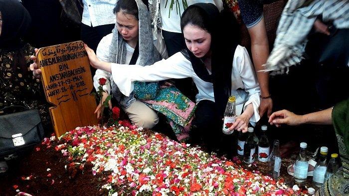 Arumi Bachsin Ceritakan Kronologi Meninggalnya Sang Ayah : Aku Harus Ikhlas