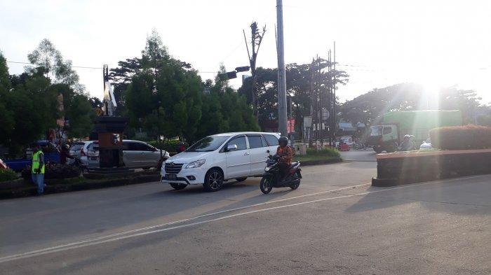 Laju Kendaraan di Simpang Tol BORR Jelang Siang Ini Ramai Tanpa Hambatan
