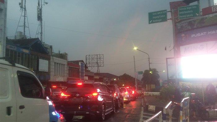 Lalu Lintas Arah Simpang Pulo Empang Kota Bogor Terpantau Padat Merayap