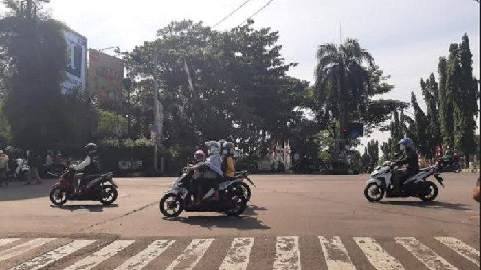 Jumat Pagi, Arus Lalu Lintas di Simpang MCD Cibinong Lancar Kedua Arah