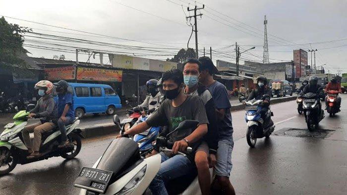 Dguyur Hujan, Lalu Lintas di Jalan Raya Parung Pagi Ini Ramai Lancar