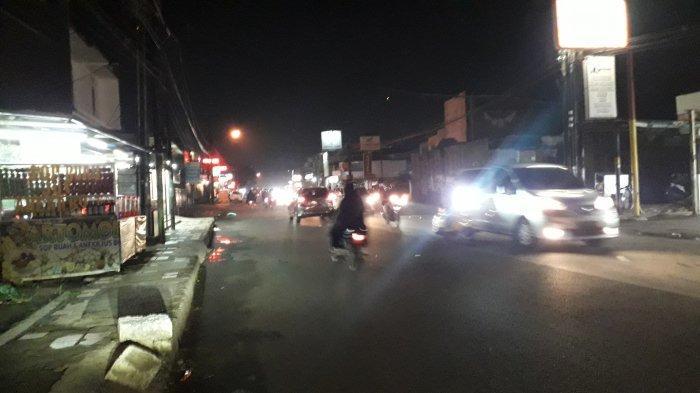 Info Lalu Lintas: Kendaraan di Jalan Raya Sukahati Cibinong Malam Ini Ramai Lancar