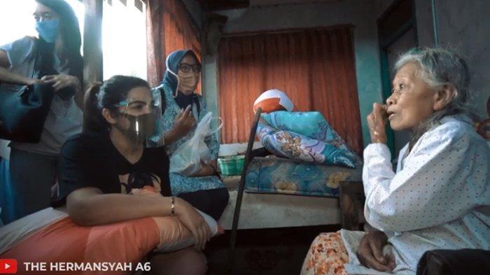 Bantu Nenek Ana yang Tinggal di Rumah Rapuh, Ashanty Terkejut saat Tanya Umur: Masih Muda Dong?