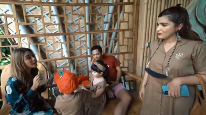 Kasih Hadiah Ini ke Arsy, Aurel Malah Dimarahi Ashanty : Kak Loly Sayangnya Salah