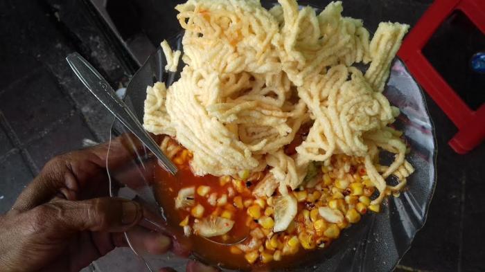 Daftar Kuliner Enak di Gang Aut Bogor, Wajib Coba Combro Atmajaya dan Asinan Jagung Bakar