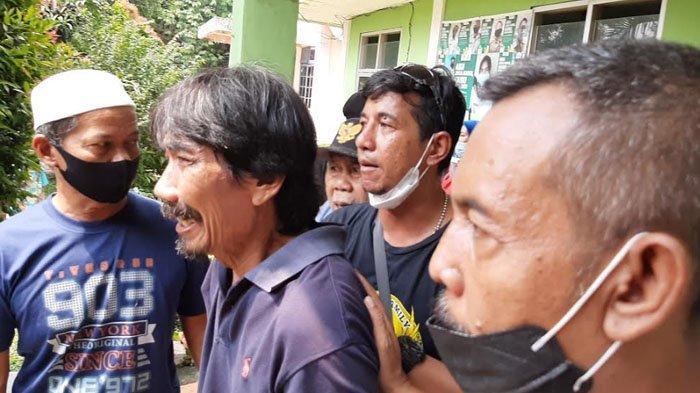 Tangis Keluarga Pecah Saat Ambulans Pembawa Balita Hanyut di Kali Cikumpai Bogor Tiba