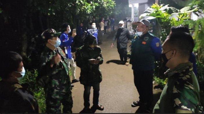 Cegah Tindakan Kriminal, Babinsa Koramil 04 Bojonggede Ajak Karang Taruna dan Linmas Patroli