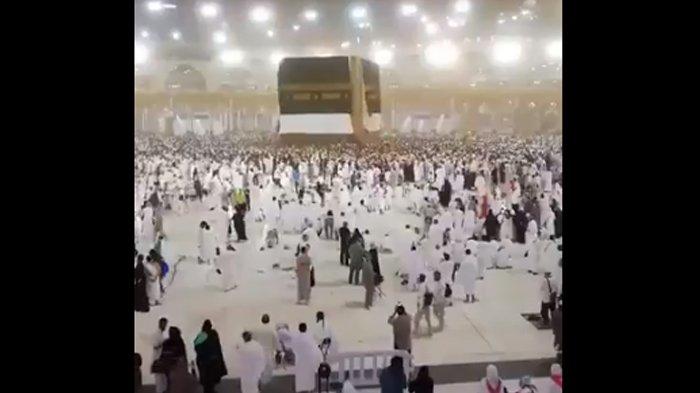 Arab Saudi Dilanda Badai Pasir, Kain Kiswah Penutup Kabah Sampai Tersingkap