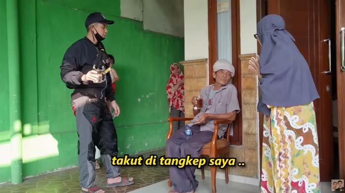 Tak Kenal Baim Wong, Pria Ini Ketakutan Minta Tolong Warga Usai Dikasih Uang : Saya Takut Ditangkap